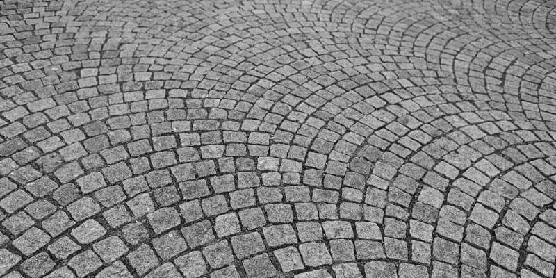 Gehwege und Terrassen aus Natursteinen pflastern lassen